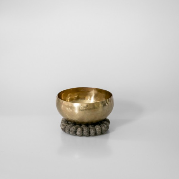 Singing bowl medium, 18-19 cm / 925-975 g, with cushion and mallet